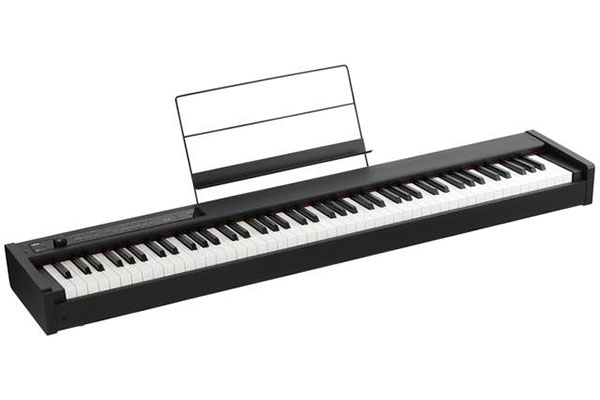 Korg D1 keyboard, white